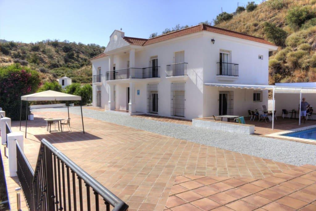 Hotel de 7 habitaciones en Macharaviaya en venta con piscina garaje - 1.350.000 € (Ref: 4911969)