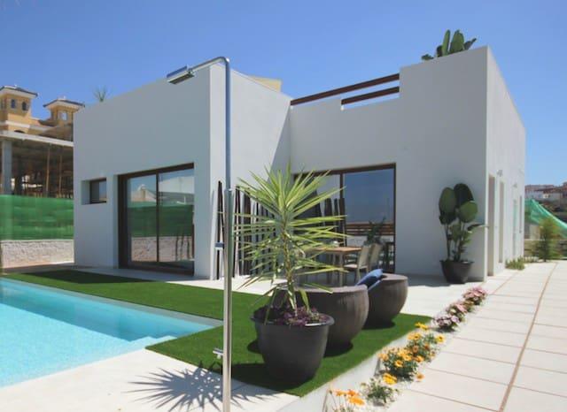 Chalet de 3 habitaciones en Benijófar en venta con piscina - 329.900 € (Ref: 4912416)