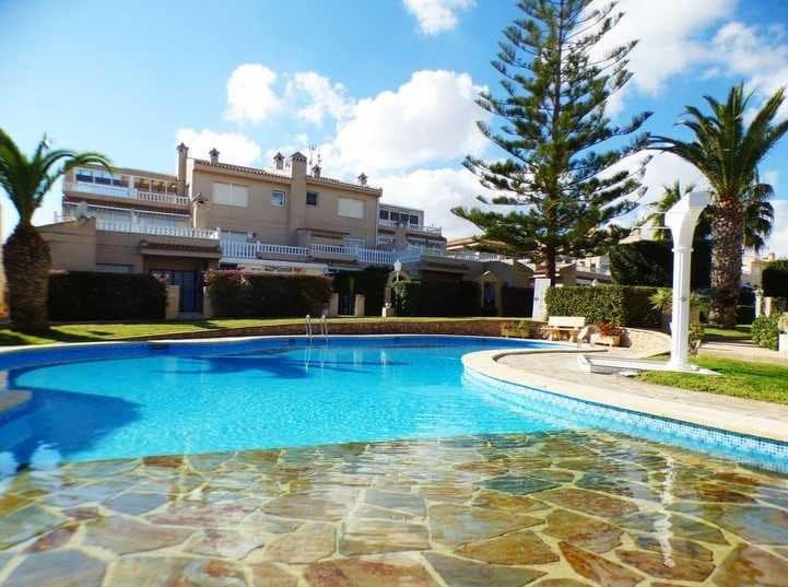 Apartamento de 2 habitaciones en Playa Flamenca en venta - 214.000 € (Ref: 4912725)