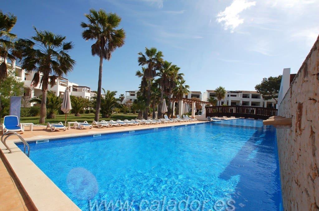 2 bedroom Apartment for sale in Cala d'Or with pool - € 260,000 (Ref: 2584890)
