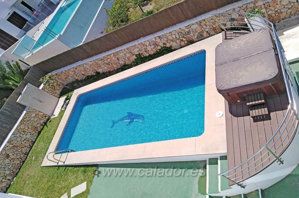 5 bedroom Villa for sale in Cala d'Or with pool - € 950,000 (Ref: 2584907)