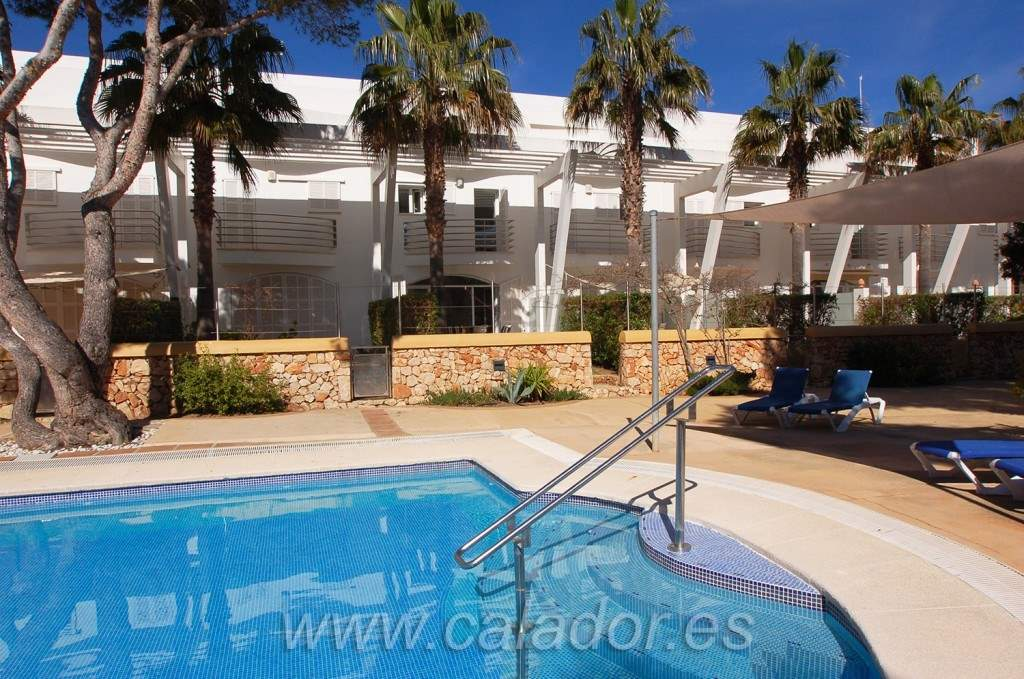 4 bedroom Townhouse for sale in Cala d'Or with pool - € 395,000 (Ref: 2584940)