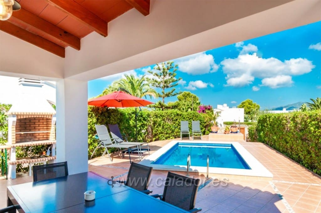 4 bedroom Villa for sale in Cala d'Or with pool - € 490,000 (Ref: 2748156)