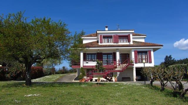 4 bedroom Villa for sale in Monforte de Lemos with garage - € 395,000 (Ref: 4568554)