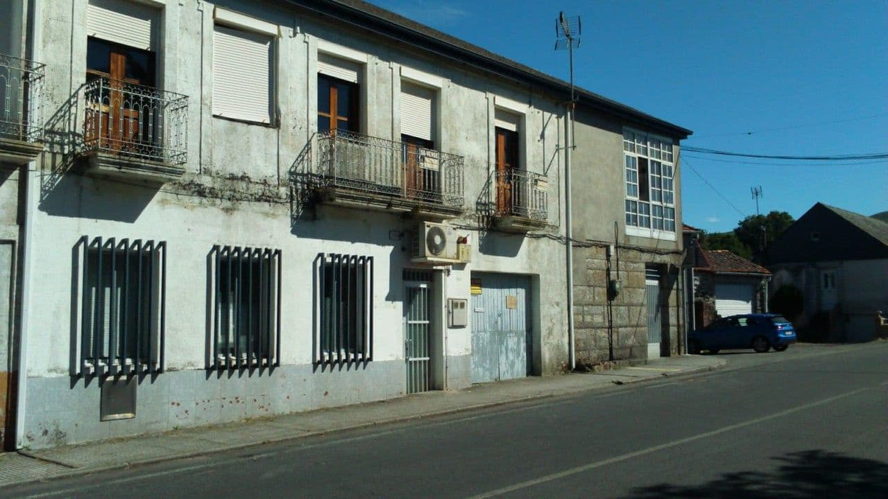 4 bedroom Commercial for sale in Parada de Sil with garage - € 110,000 (Ref: 5443069)