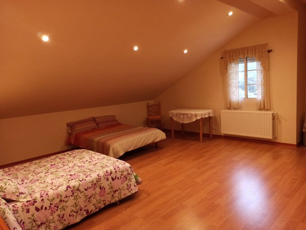 4 bedroom Semi-detached Villa for sale in O Incio with garage - € 165,000 (Ref: 5757659)