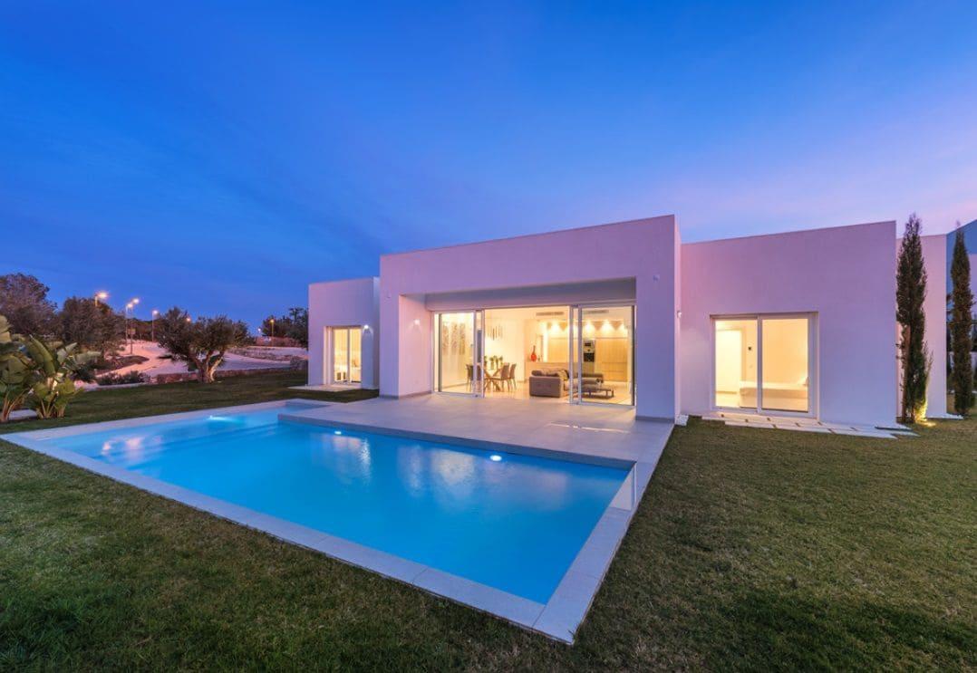 Chalet de 3 habitaciones en Las Colinas Golf en venta con piscina - 720.000 € (Ref: 4981463)