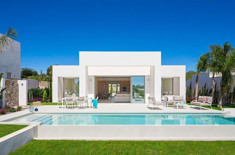 Chalet de 4 habitaciones en Las Colinas Golf en venta con piscina garaje - 890.000 € (Ref: 4981500)