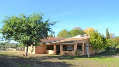 3 bedroom Finca/Country House for sale in Hinojos with pool - € 195,000 (Ref: 4972559)