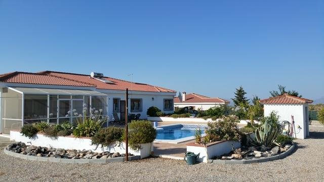 4 makuuhuone Bungalow myytävänä paikassa Moraleda de Zafayona mukana uima-altaan - 210 000 € (Ref: 2982326)