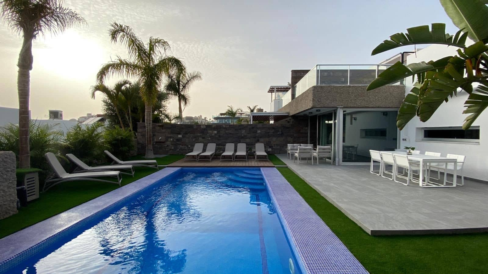 6 bedroom Villa for holiday rental in Costa Adeje with pool garage - € 2,700 (Ref: 5329191)