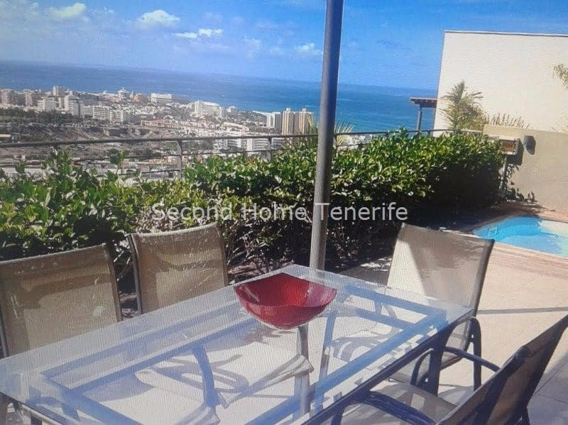 3 bedroom Villa for holiday rental in Adeje with pool garage - € 1,800 (Ref: 5517316)