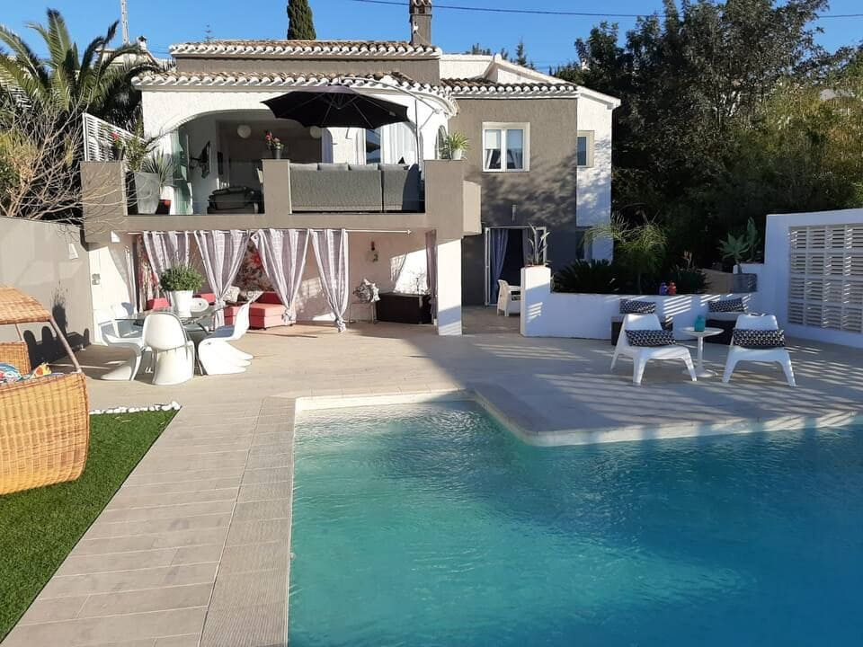 3 sypialnia Willa do wynajęcia w Orba z basenem - 1 200 € (Ref: 5601295)
