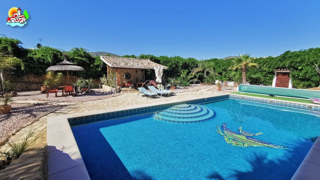 6 soverom Bungalow til salgs i Iznajar med svømmebasseng garasje - € 385 000 (Ref: 5385028)