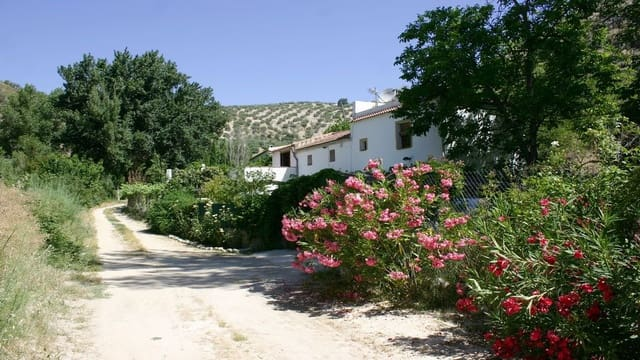 4 bedroom Apartment for sale in Algarinejo with pool garage - € 129,000 (Ref: 5430421)