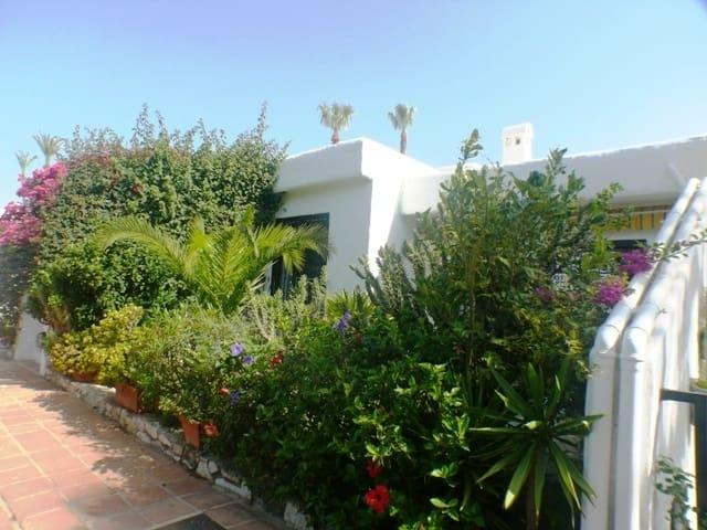 2 Zimmer Haus zu verkaufen in Marbella del Este mit Pool - 245.000 € (Ref: 5263098)