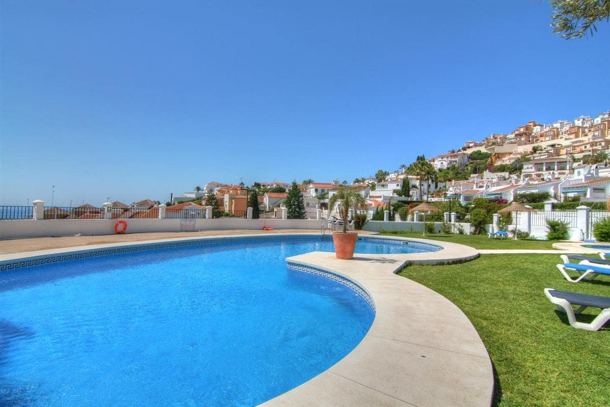 3 bedroom Apartment for sale in Nerja with pool - € 280,000 (Ref: 5064528)