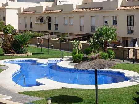 5 bedroom Terraced Villa for sale in Almayate with pool - € 319,000 (Ref: 3831097)