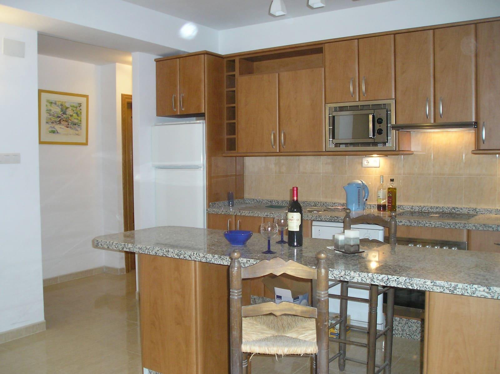 2 bedroom Apartment for sale in Granada city - € 185,000 (Ref: 1059331)