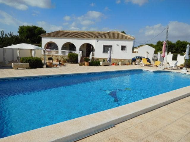 3 bedroom Villa for rent in Catral with pool - € 900 (Ref: 3586979)