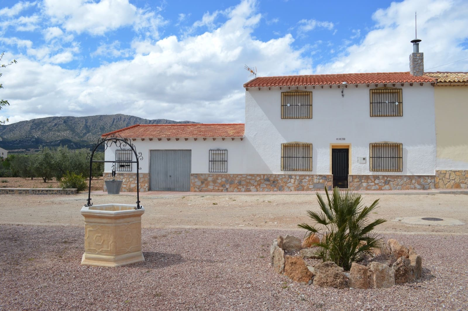 5 bedroom Finca/Country House for sale in Monovar / Monover with garage - € 137,000 (Ref: 3046984)