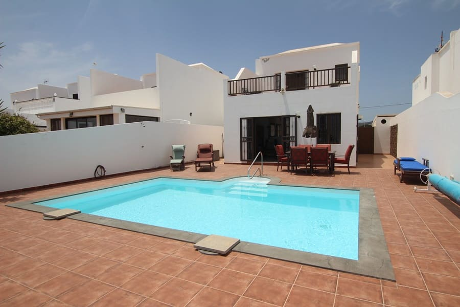 4 bedroom Villa for sale in Guime with pool - € 295,000 (Ref: 4598300)