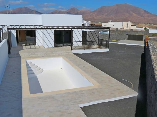 3 sovrum Semi-fristående Villa till salu i Playa Blanca med pool - 280 000 € (Ref: 4757877)