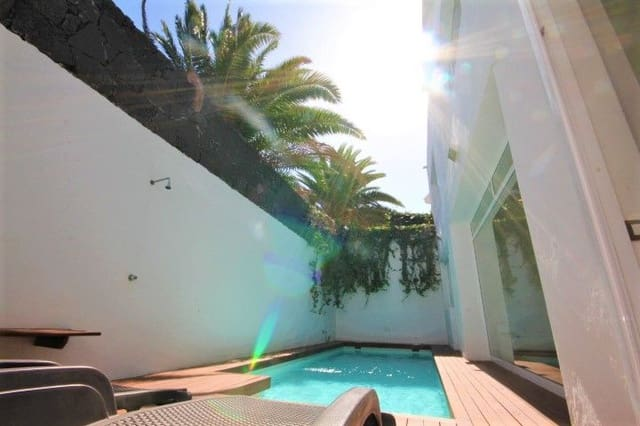 6 bedroom Villa for sale in Costa Teguise with pool - € 480,000 (Ref: 5211501)