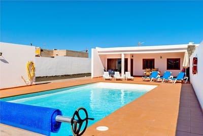 3 sovrum Semi-fristående Villa till salu i Playa Blanca med pool - 378 000 € (Ref: 5219637)