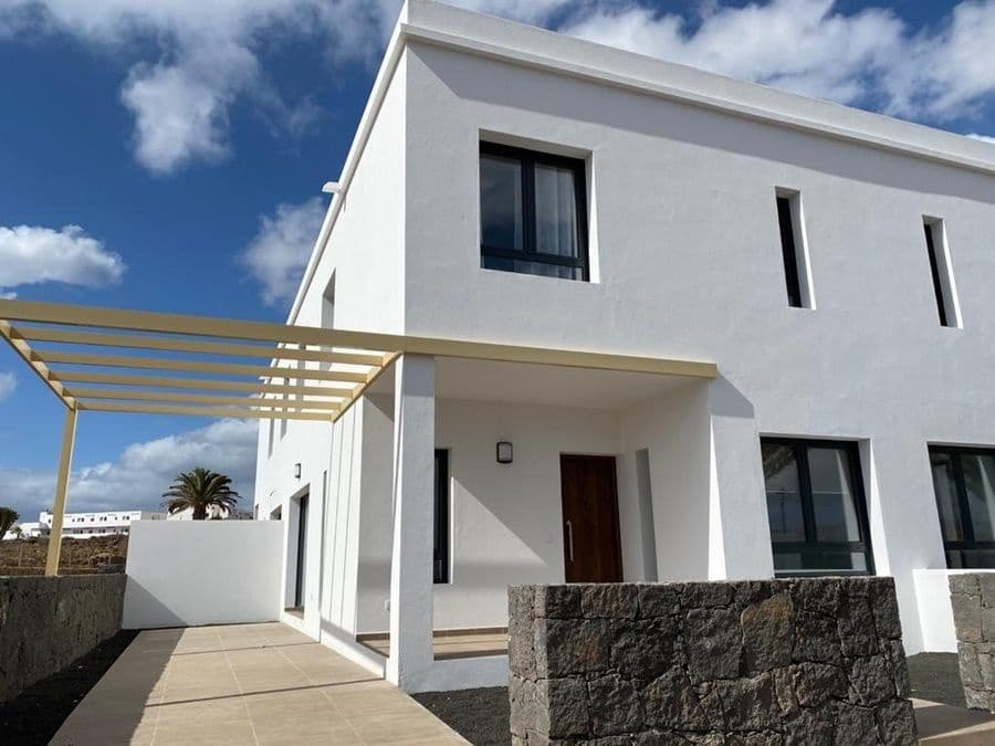 2 bedroom Villa for sale in Costa Teguise - € 178,450 (Ref: 5248845)