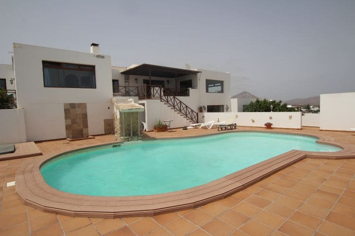 5 bedroom Villa for sale in Guime with pool - € 460,000 (Ref: 5344623)