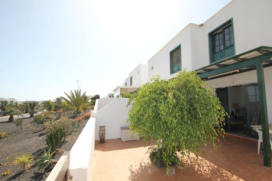 2 bedroom Villa for sale in Costa Teguise - € 139,000 (Ref: 5437087)