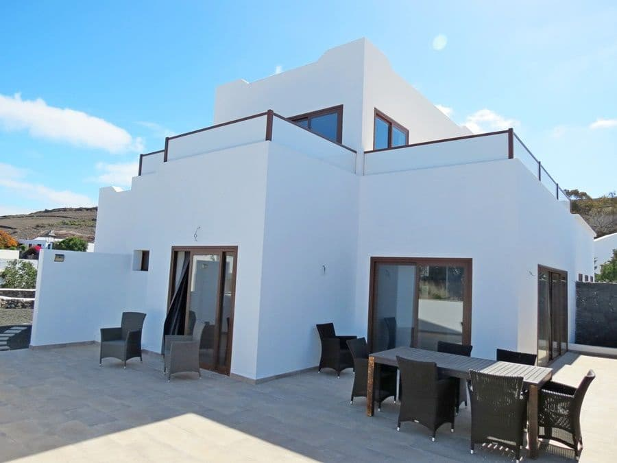 4 bedroom Villa for sale in Uga with garage - € 430,000 (Ref: 5498320)