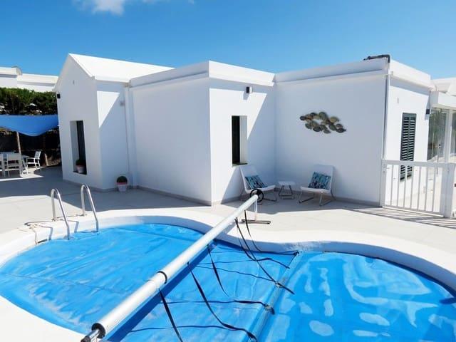 Chalet de 4 habitaciones en Famara en venta con piscina - 440.000 € (Ref: 5627415)