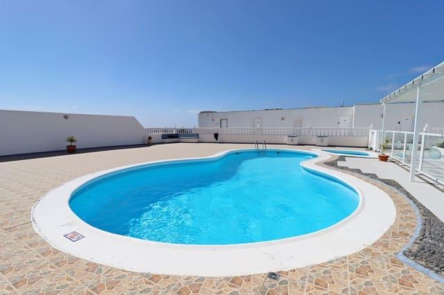 2 makuuhuone Rivitalo myytävänä paikassa Puerto del Carmen - 239 950 € (Ref: 6081497)