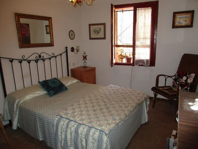 Hus til salgs i Flix - € 39 000 (Ref: 4089892)