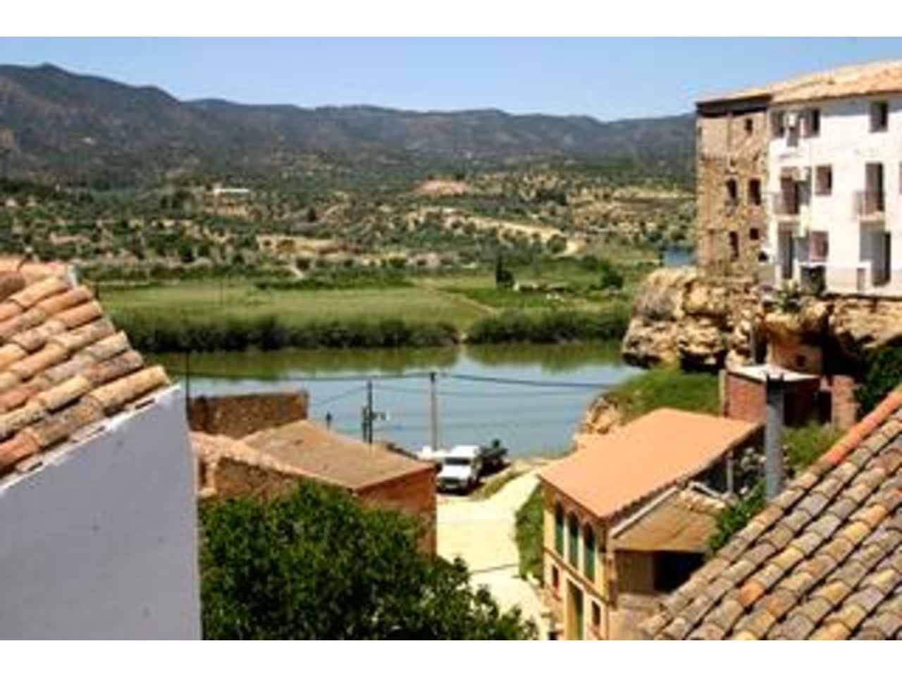 2 bedroom Townhouse for holiday rental in Riba-roja d'Ebre - € 350 (Ref: 766691)