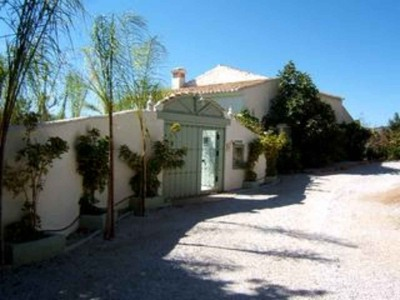 Chalet de 4 habitaciones en Solano en venta con piscina - 500.000 € (Ref: 3393123)