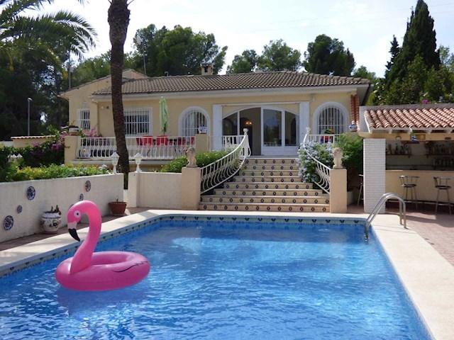 5 bedroom Villa for holiday rental in La Nucia with pool garage - € 920 (Ref: 3076904)