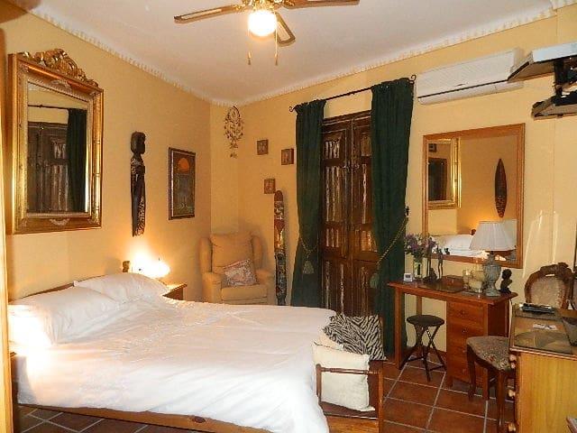 8 sypialnia Pensjonat na sprzedaż w Cuevas de San Marcos - 189 000 € (Ref: 6127205)