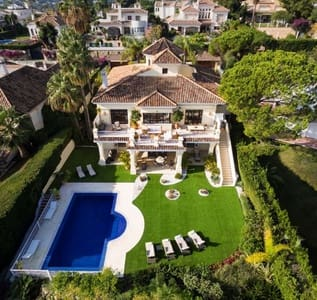 6 bedroom Villa for sale in Aloha Golf with pool - € 2,950,000 (Ref: 4148467)