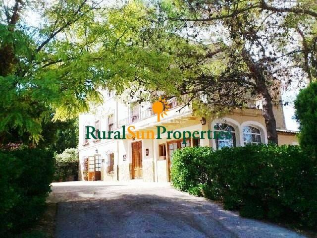 4 soveværelse Virksomhed til salg i Alcoy / Alcoi med swimmingpool garage - € 485.000 (Ref: 2289917)