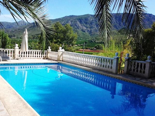 4 sypialnia Willa na sprzedaż w Carcaixent z basenem garażem - 260 000 € (Ref: 3714256)