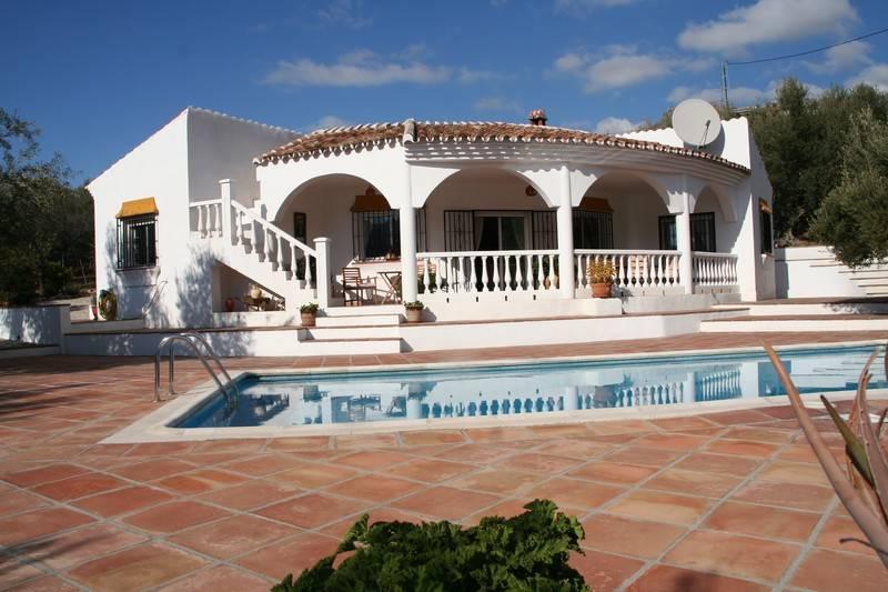 3 bedroom Villa for sale in Alcaucin with pool garage - € 325,000 (Ref: 2982038)