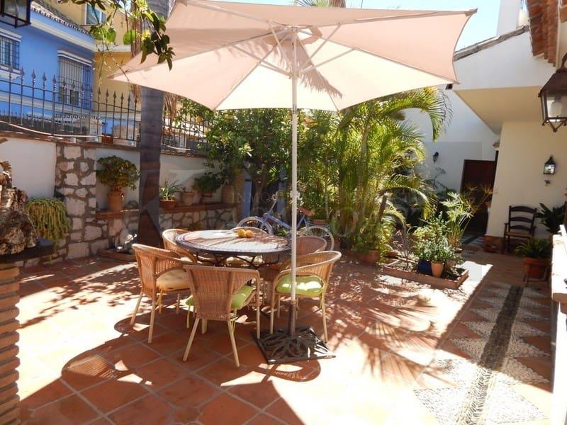 4 slaapkamer Huis te huur in Fuengirola met zwembad garage - € 2.300 (Ref: 5319342)