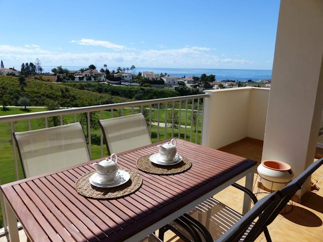 3 bedroom Penthouse for holiday rental in Caleta de Velez with pool - € 500 (Ref: 3973413)