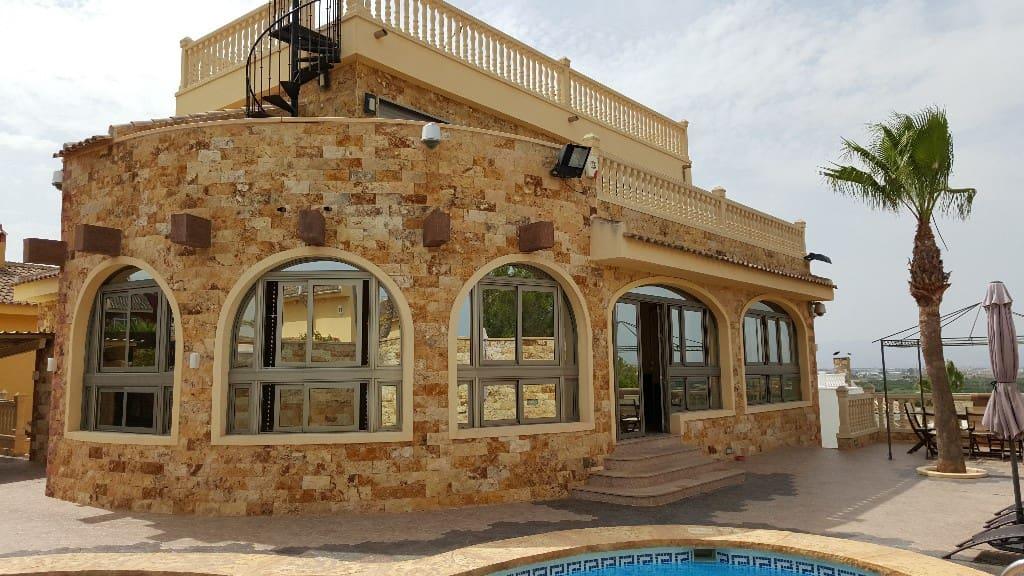 Chalet de 4 habitaciones en Pueblo Lucero en venta con piscina - 450.000 € (Ref: 4338492)