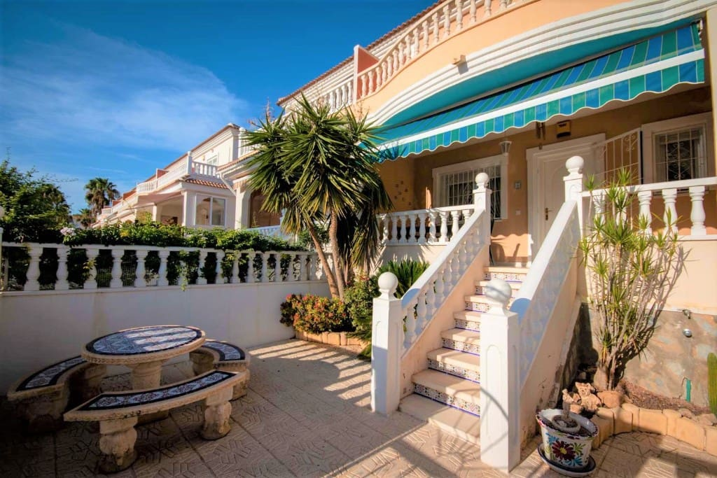Casa de 3 habitaciones en Benijófar en venta con piscina - 129.000 € (Ref: 4972369)