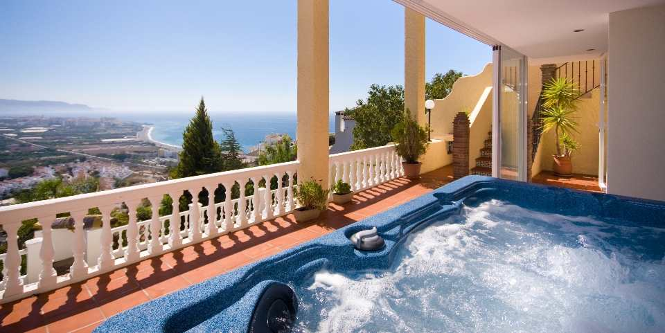 4 bedroom Villa for sale in Nerja with pool - € 759,000 (Ref: 3719001)