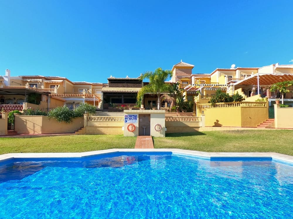 2 bedroom Townhouse for sale in Nerja with pool - € 435,000 (Ref: 4955839)